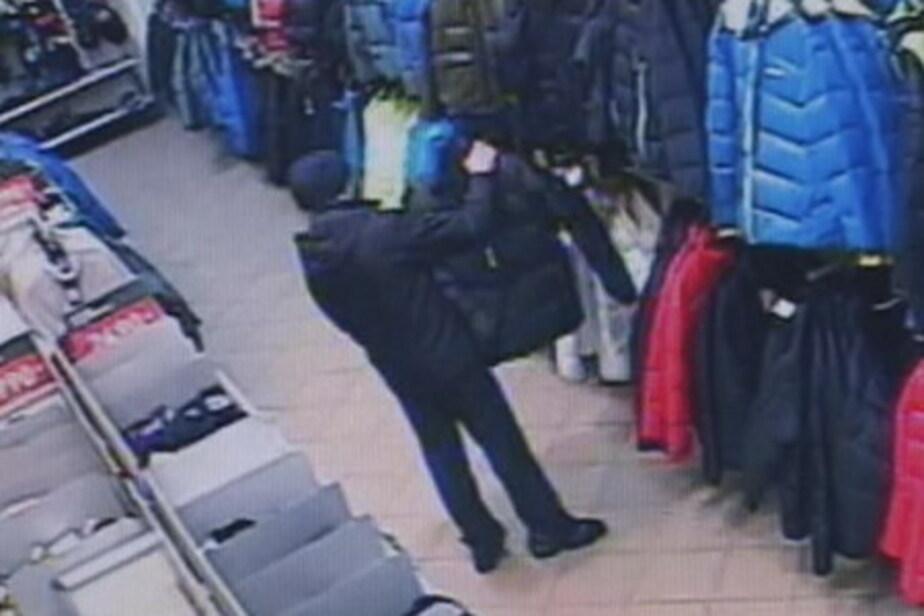 Калининградец пытался украсть одежду- надев ее на себя