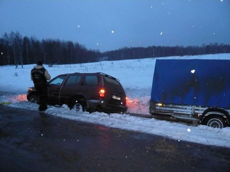 Под Калининградом четыре машины улетели в кювет из-за гололеда