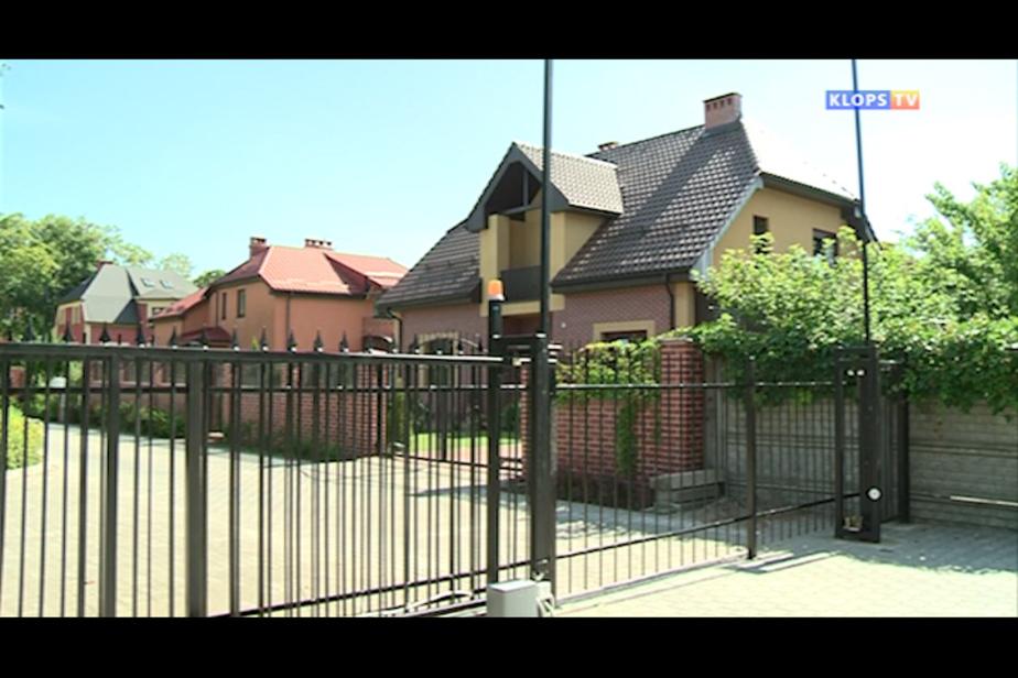 Владельцы особняков на улице Гоголя забором перекрыли проезд к многоквартирным домам - Новости Калининграда