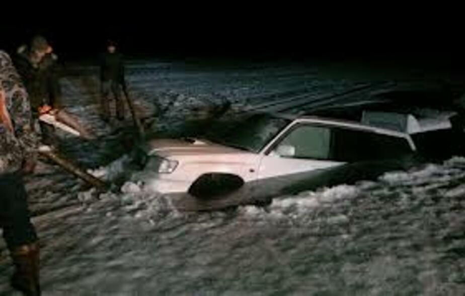На Куршском заливе под лед ушел автомобиль-амфибия - Новости Калининграда