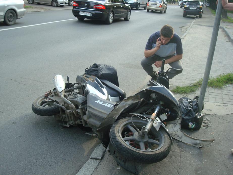 При аварии на ул- К- Маркса в Калининграде пострадал скутерист - Новости Калининграда