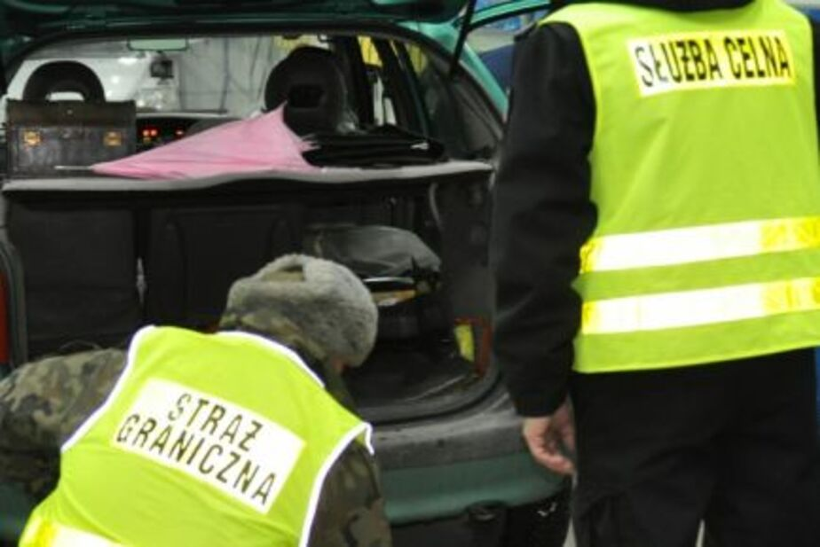 """Немец за рулем """"Ауди Q7"""" пытался ввезти в регион 172 тыс- евро - Новости Калининграда"""