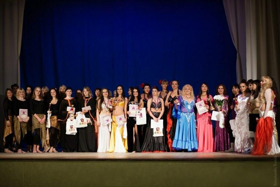 Танцовщицы Янтарного завоевали 5 золотых кубков на чемпионате по восточным танцам - Новости Калининграда