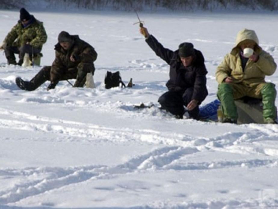 В воскресенье спасатели дважды снимали с льдин рыбаков-любителей - Новости Калининграда