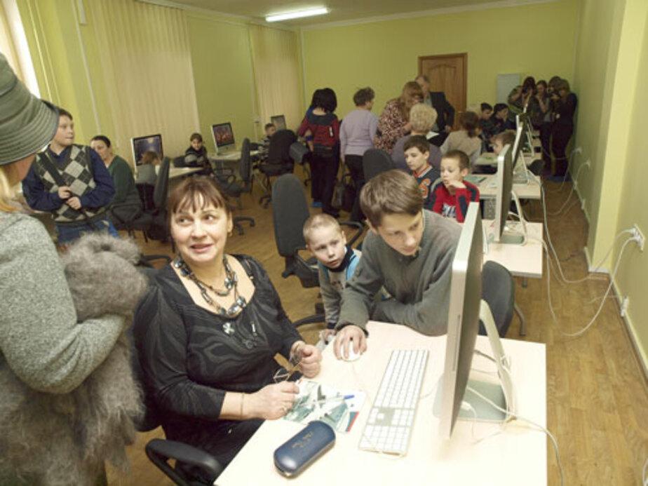 Работать на компьютере обучат всех желающих пенсионеров
