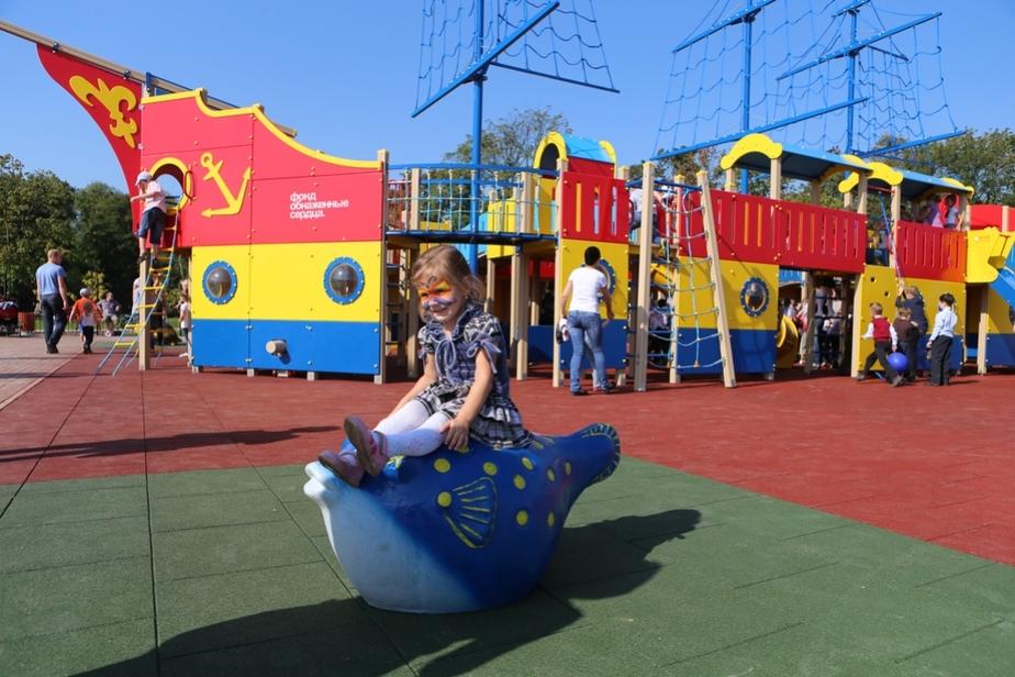 На набережной Верхнего озера открыли детскую игровую площадку - Новости Калининграда