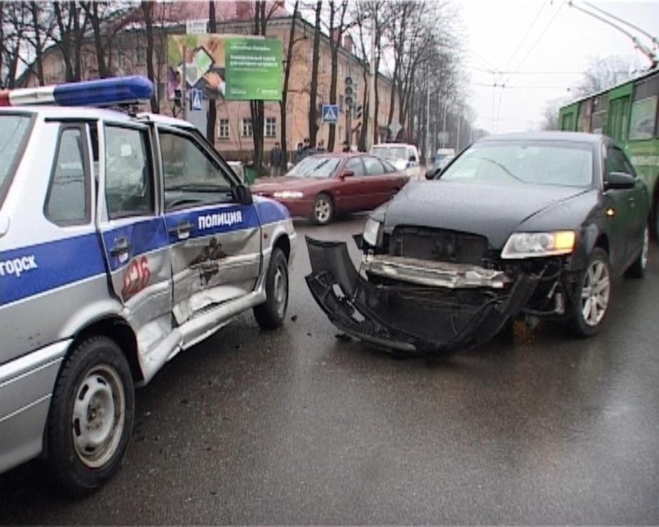 """В Калининграде """"Ауди А6"""" врезалась в автомобиль ДПС - Новости Калининграда"""