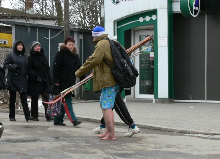 Зеленоградск оккупировали полураздетые босоногие лыжники - Новости Калининграда
