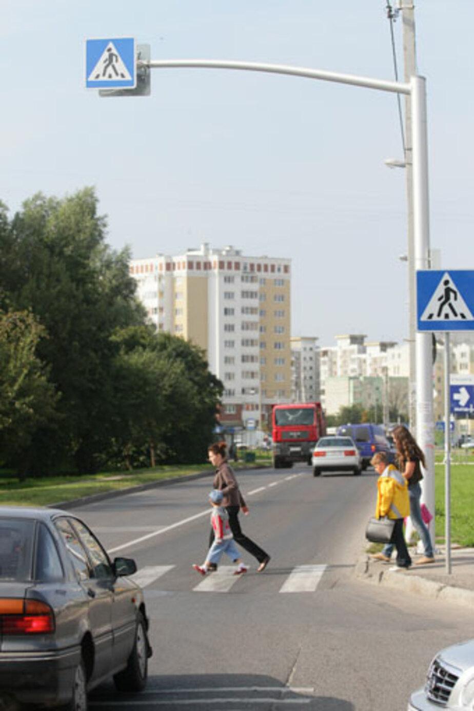 Через «зебру» на Гайдара бегут светящиеся человечки - Новости Калининграда