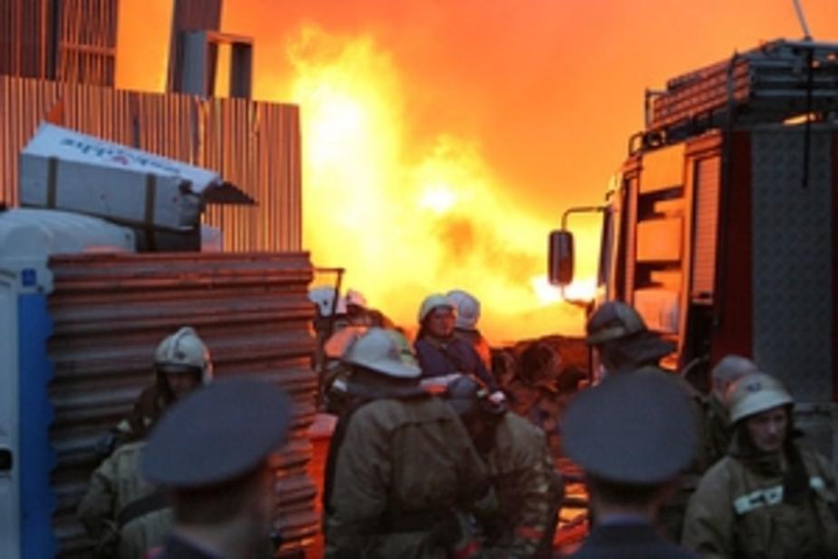 На ул- Вагоностроительной в Калининграде сгорел цех с опилками - Новости Калининграда