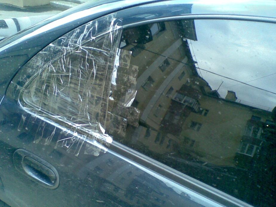 В Калининграде из машины украли фотоаппарат- мобильники и документы - Новости Калининграда