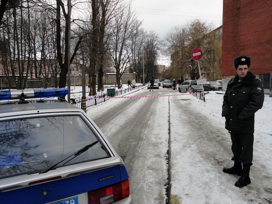 Полиция огородила подозрительный сверток около здания арбитражного суда - Новости Калининграда