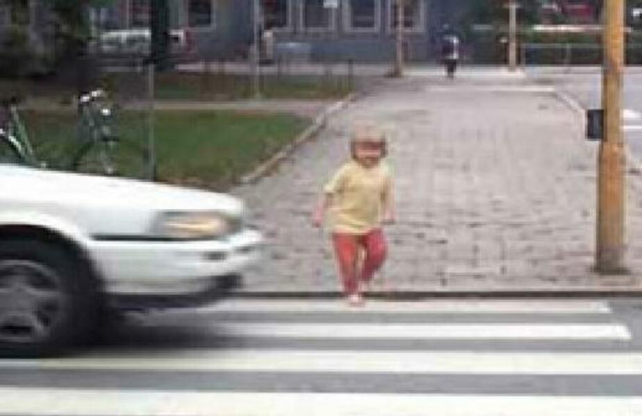 """В Советске """"Тойота"""" сбила ребенка- выбежавшего из-за машины - Новости Калининграда"""