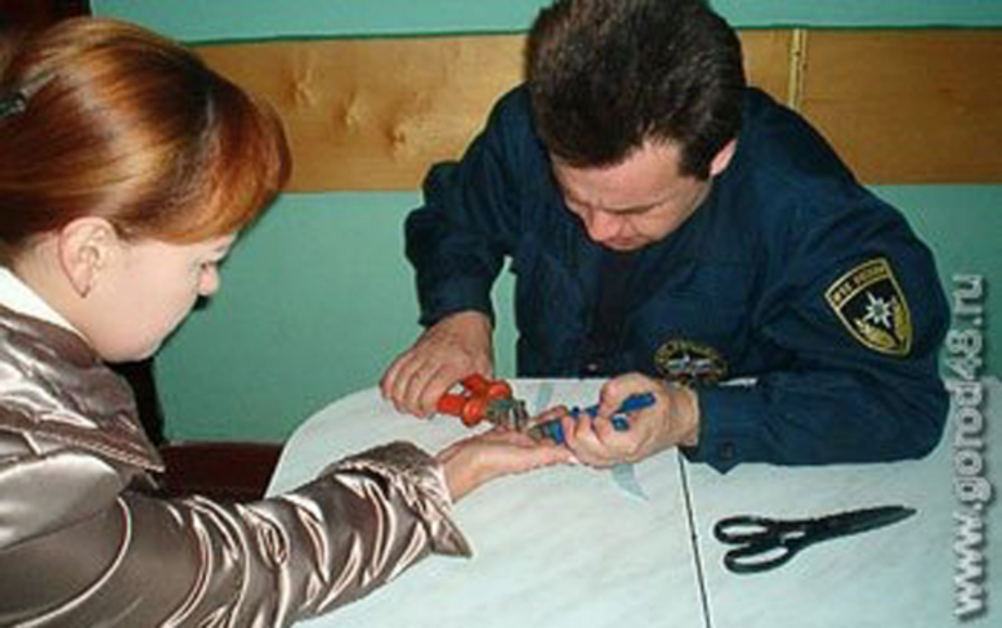 В новогоднюю ночь спасатели помогли калининградке снять кольцо - Новости Калининграда