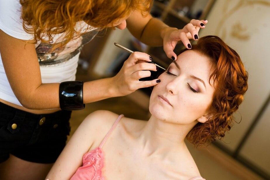 В Калининграде владелец салона красоты из-за ссоры не платил зарплату визажисту - Новости Калининграда