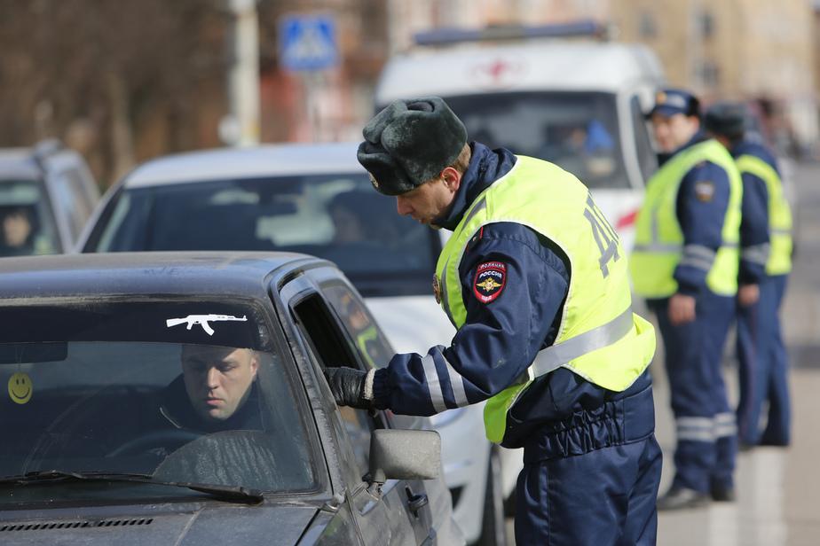 Сотрудники ГИБДД перекрыли проспект Мира в поисках пьяных водителей - Новости Калининграда