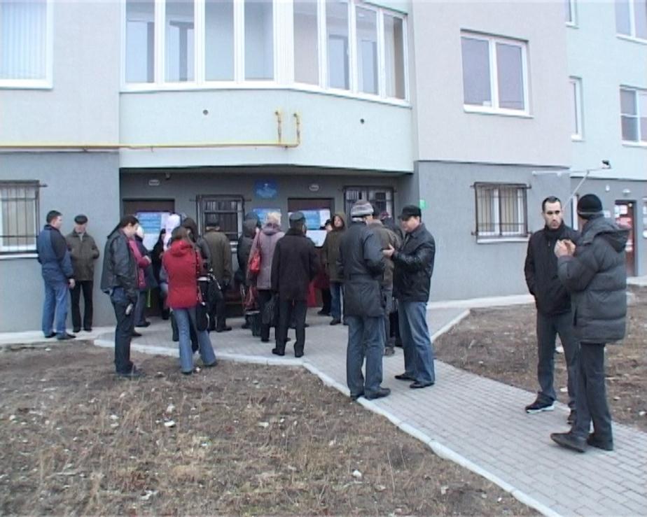 Калининградцы всю ночь стоят в очередях за загранпаспортами - Новости Калининграда