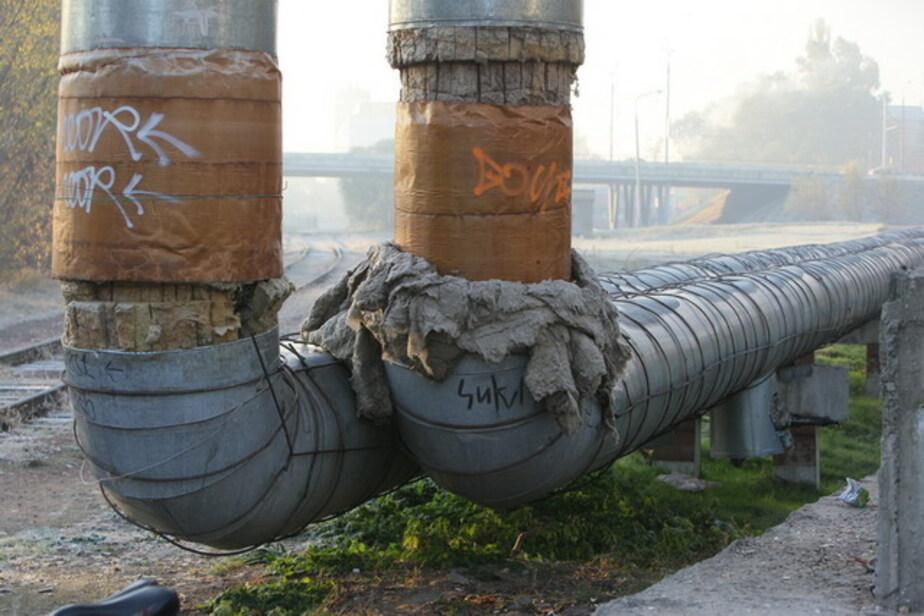 В Калининграде двое бродяг сняли обшивку с теплотрассы - Новости Калининграда