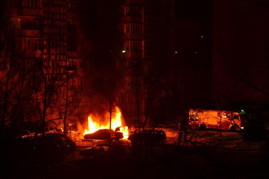 На улице Батальной в Калининграде сгорели три машины - Новости Калининграда