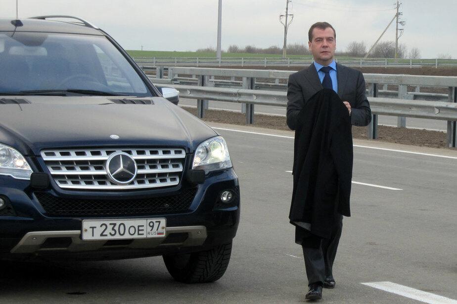 """Медведев о Приморском кольце- -""""Качество хорошее- скорость держит нормально- прямо как там-"""""""