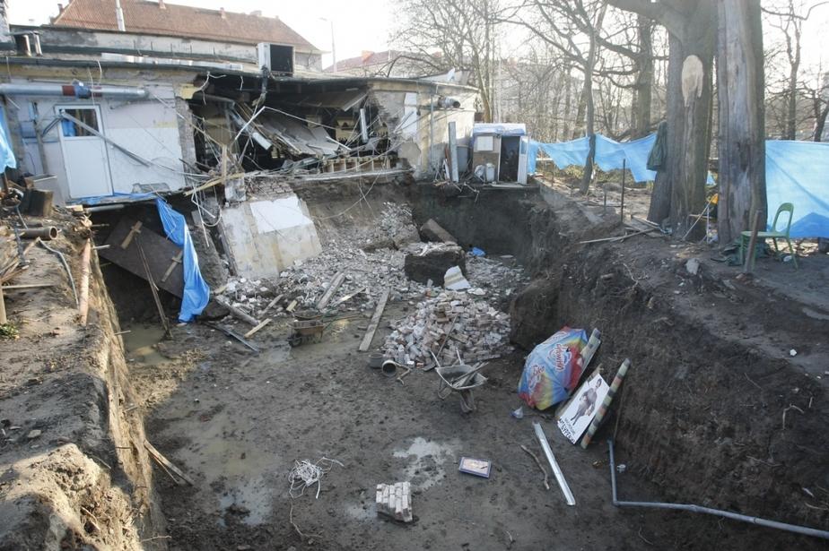 """В кафе """"Съешь-ка""""  в центре Калининграда обрушилась стена и часть крыши - Новости Калининграда"""