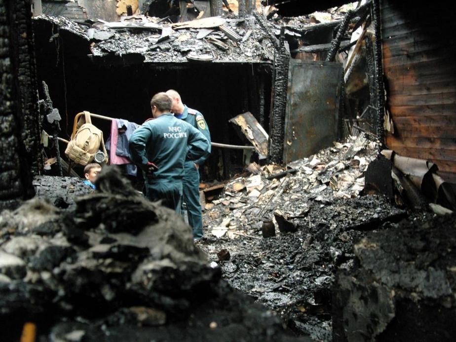 При пожаре на Красносельской две женщины выпрыгнули в окно- обе в БСМП с переломами - Новости Калининграда