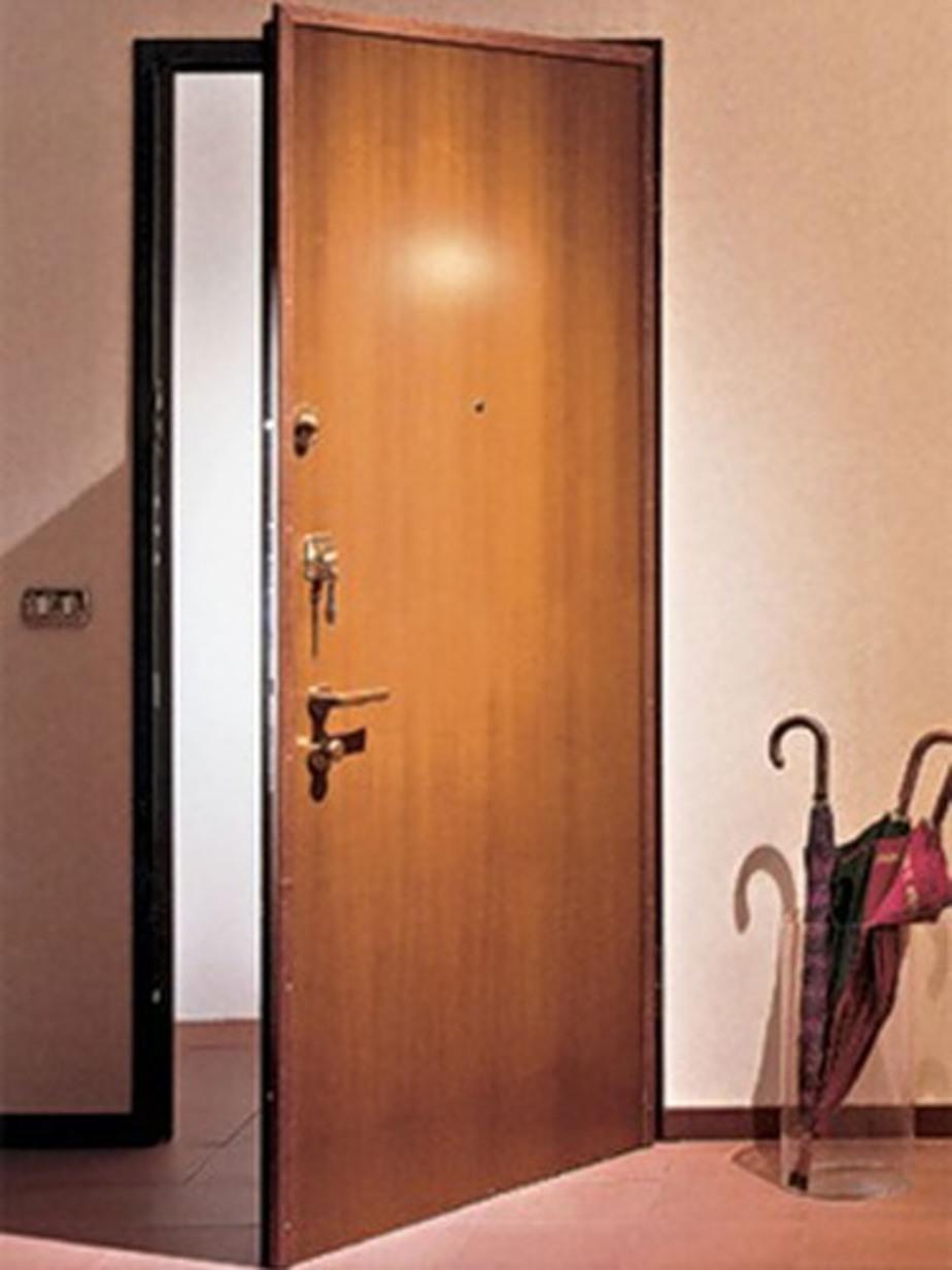 Уголовник выбил дверь в квартиру и вынес все ценности - Новости Калининграда