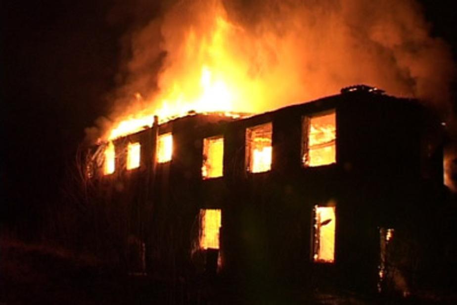 В садовом обществе Калининграда сгорел незаселенный дом - Новости Калининграда