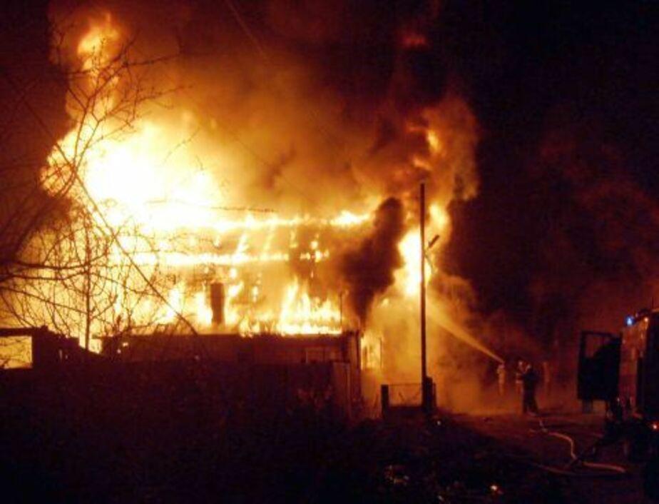 Под Зеленоградском при пожаре в квартире погибли двое мужчин - Новости Калининграда