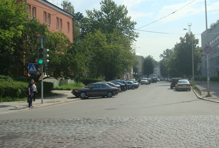 Горадминистрация планирует разрешить парковку на ряде центральных улиц - Новости Калининграда