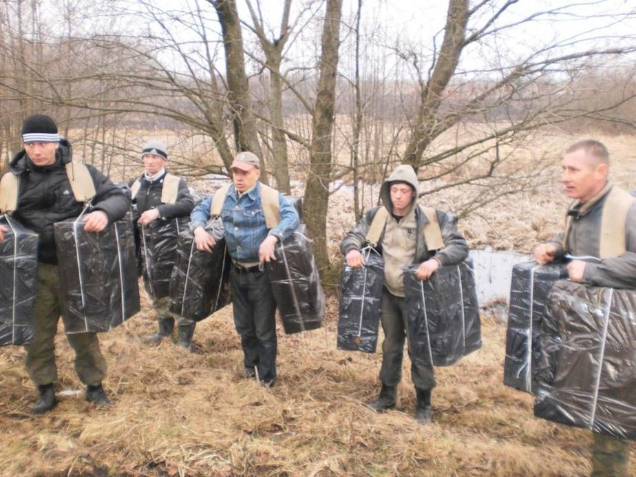 Жители Нестерова пытались на себе вынести в Литву 8 тыс- пачек сигарет