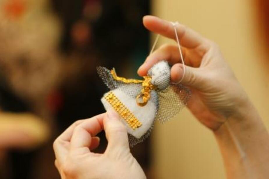 Носки и вязаные снеговики: калининградские дети сделали необычные елочные игрушки - Новости Калининграда