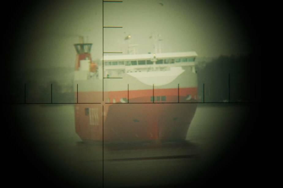 В торговый порт Калининграда зашел паром с 90 КАМАЗами  для Балтфлота
