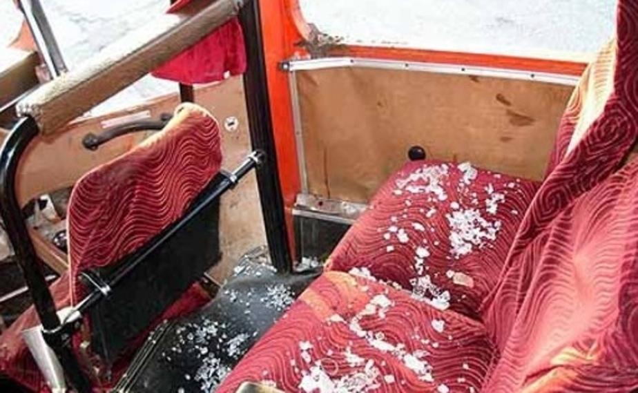 """На пр-Победы в Калининграде столкнулись """"Мерседес"""" и автобус- двое пострадавших - Новости Калининграда"""