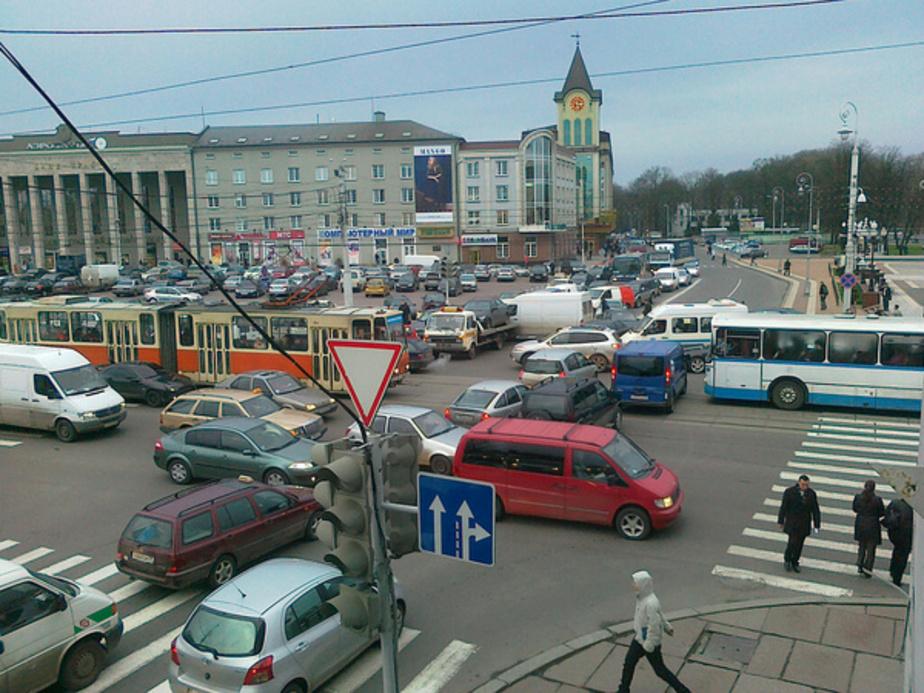 """В Калининграде ежедневно в -""""пробках-"""" простаивают 128 тысяч автомобилей"""