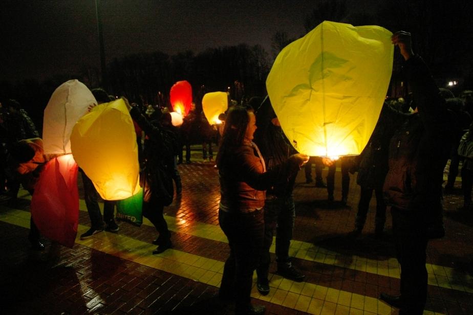 Калининградцы запустили сотни дирижаблей в честь весны