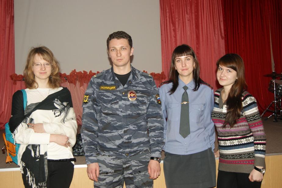 В Янтарном участковые провели лекцию для школьников - Новости Калининграда