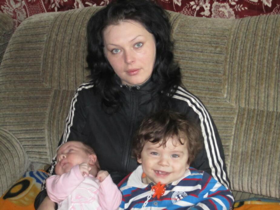 В Калининграде мать с двумя малышами осталась без прописки и денег
