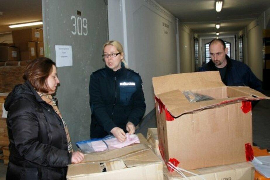 Польская таможня раздает конфискованную одежду благотворительным организациям - Новости Калининграда