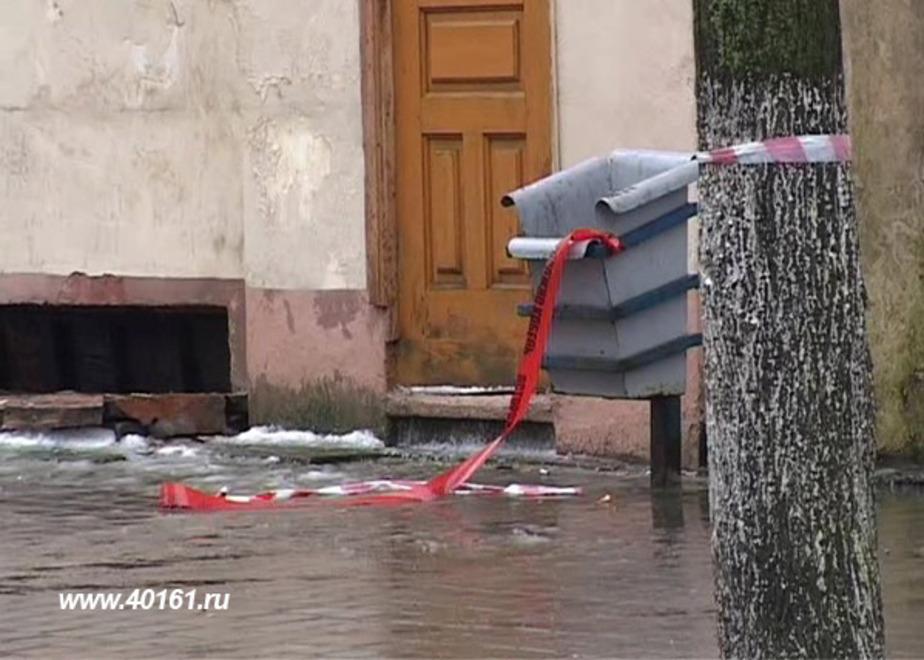 В Советске на двух пенсионерок рухнул снег с крыши дома - Новости Калининграда