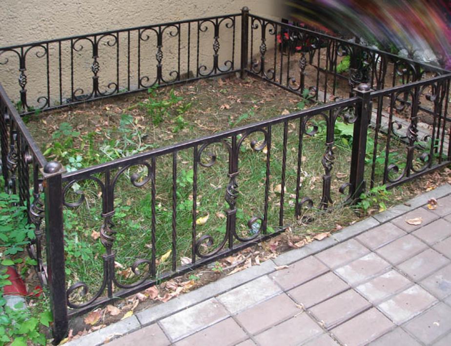 С кладбища в Немане двое похитили могильную ограду - Новости Калининграда