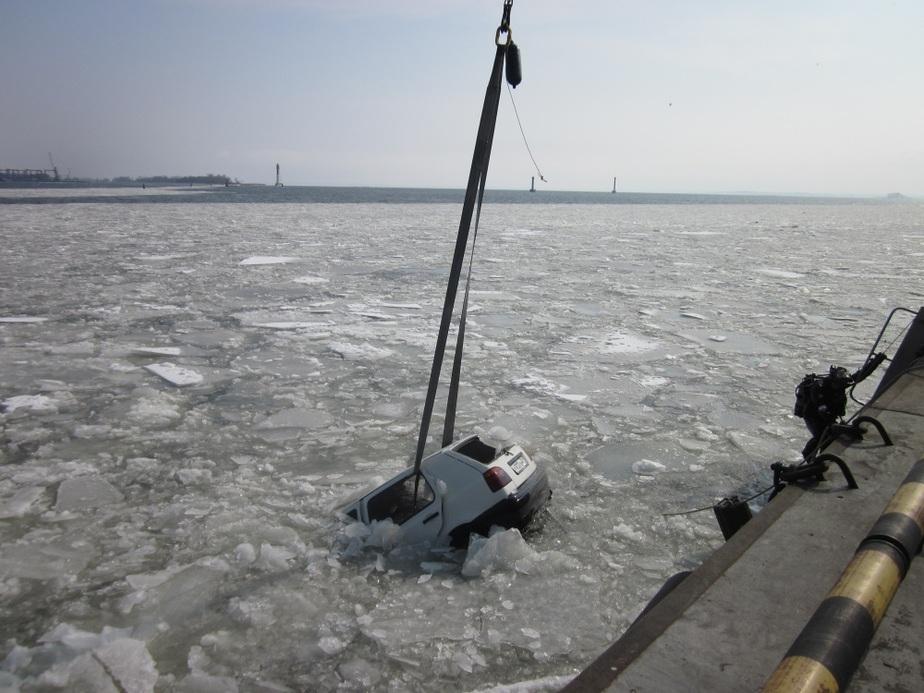 """На Балтийской косе """"Гольф"""" на скорости вылетел в канал- утонула 24-летняя девушка - Новости Калининграда"""