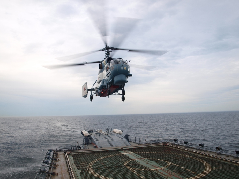 """Корвет """"Бойкий"""" впервые принял на борт вертолет - Новости Калининграда"""