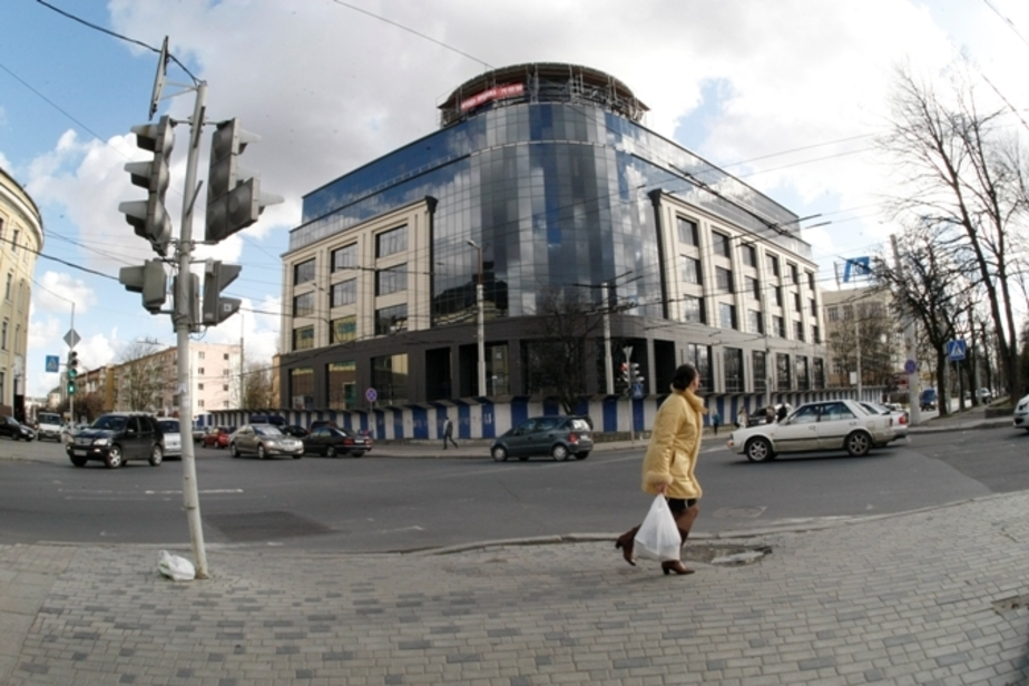 В новом ТЦ на ул. Театральной парковка вместит 78 автомобилей - Новости Калининграда