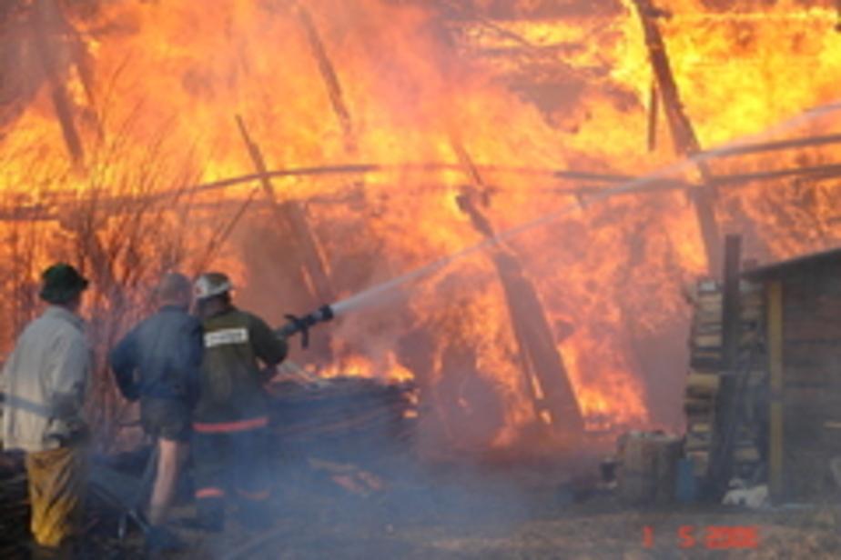 В пос- Пограничный при пожаре в сарае погиб мужчина
