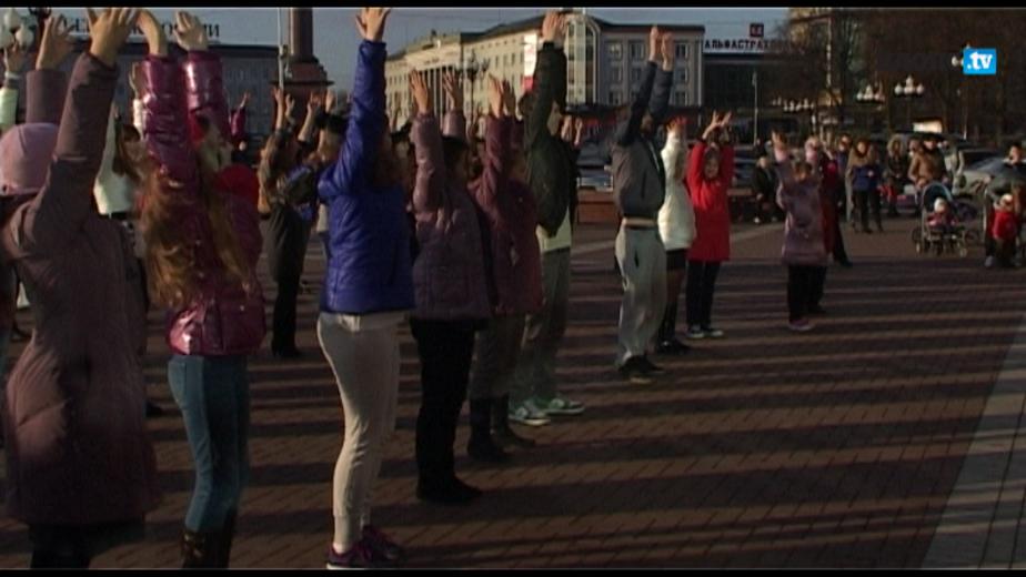 На пл- Победы 70 калининградцев провели танцевальный флешмоб - Новости Калининграда
