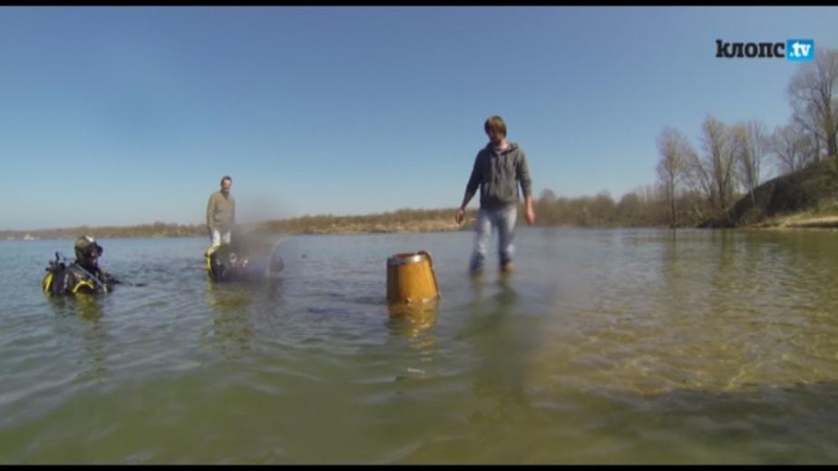 Калининградский водолаз в деревянном шлеме погрузился в озеро Янтарное - Новости Калининграда