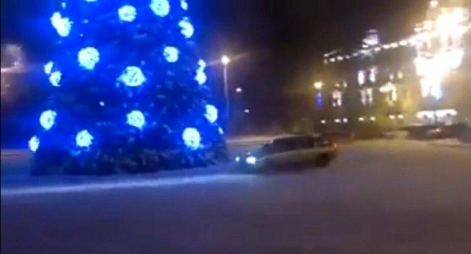 В Литве арестовали водителя- устроившего дрифт вокруг елки на площади - Новости Калининграда