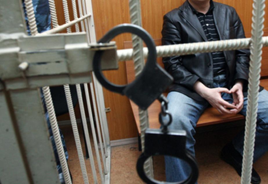 Злой на супругу соседа житель Гусева разбил бутылкой машину - Новости Калининграда