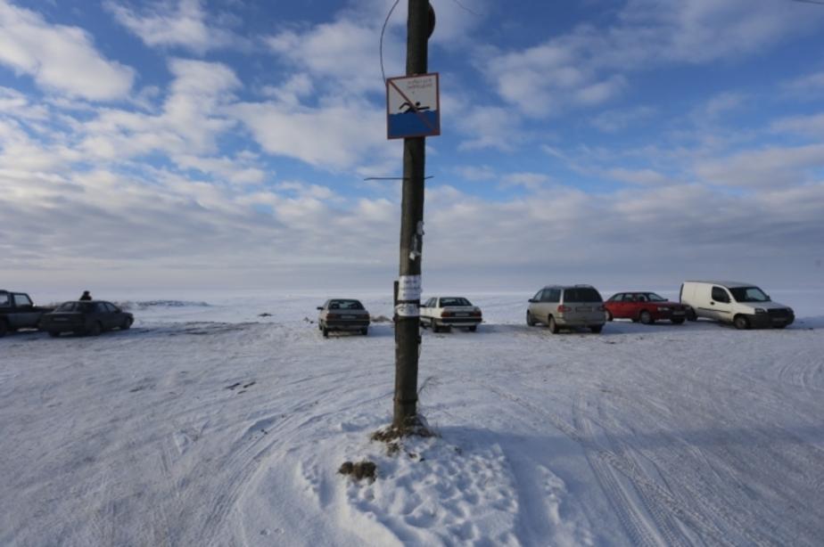 За выходные на Куршском заливе ушли под лед четыре машины - Новости Калининграда